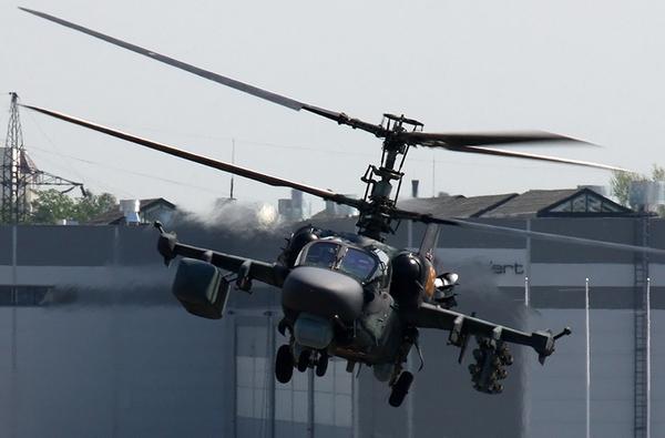 """Trực thăng chiến đấu """"khủng"""" thứ 3 của Nga là Kamov Ka-52 Ailligator (cá sấu Mỹ) sở hữu nhiều kỷ lục trên thế giới."""