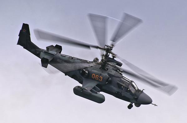 Ka-52 là loại trực thăng duy nhất trên thế giới trang bị ghế phóng khẩn cấp cho phi công (một loại ghế tự động gắn rocket phóng phi công ra khỏi buồng lái nếu máy bay rơi). Kiểu ghế phóng này thường chỉ xuất hiện trên các máy bay chiến đấu chiến thuật.