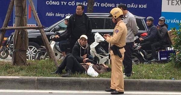 Xe buýt ở Hà Nội đâm trúng một phụ nữ đang sang đường