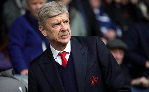 Gã nhà giàu giải cứu Wenger khỏi