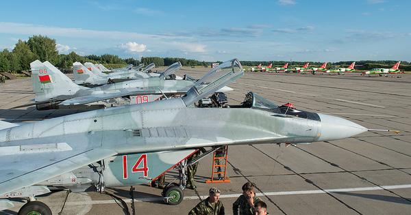 """Quốc gia nào vừa được Belarus """"hào phóng"""" tặng tiêm kích MiG-29 và tên lửa Buk-M1?"""