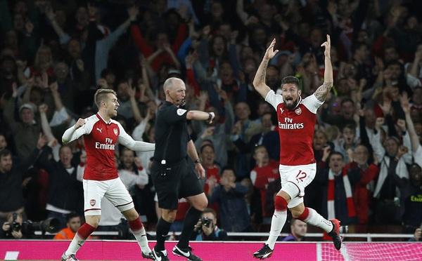 Arsenal ngược dòng nghẹt thở trước Leicester trong trận đấu 7 bàn thắng