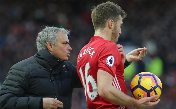 Hãy để Carrick soi đường cho Man United đến chiến thắng, Mourinho!
