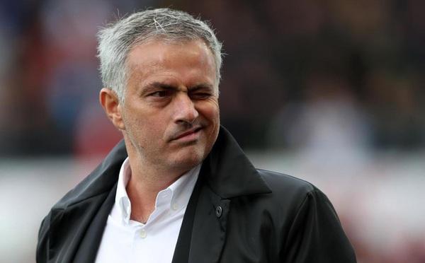 Người Arsenal tranh thủ cùng Mourinho