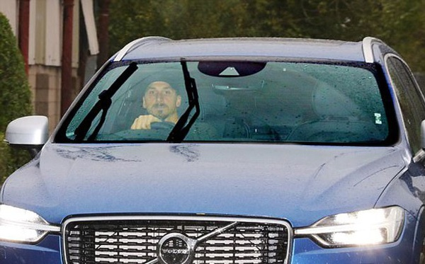 Ibrahimovic tái ngộ Mourinho ở trung tâm Carrington