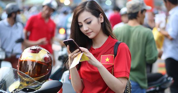 Nữ biker 9X Sài Gòn cưỡi xe khủng cổ vũ Công Phượng và U23 Việt Nam