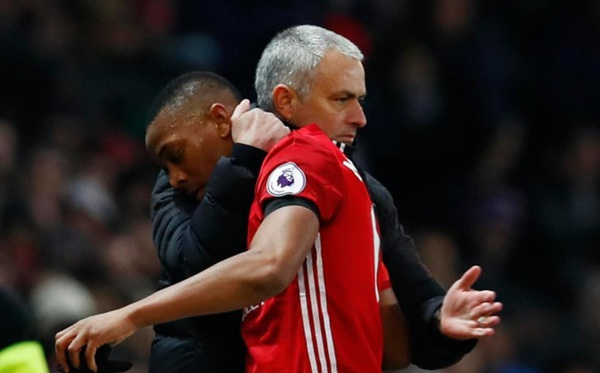 Mourinho tiếp tục công khai chỉ trích học trò
