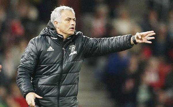 MU bị ép quá đáng, Mourinho cho Ngoại hạng Anh
