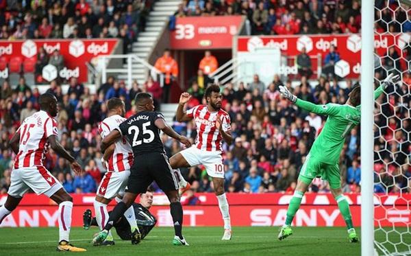 ĐIỂM NHẤN Stoke 2-2 M.U: Bài học cần thiết cho Mourinho và giá trị của Lukaku