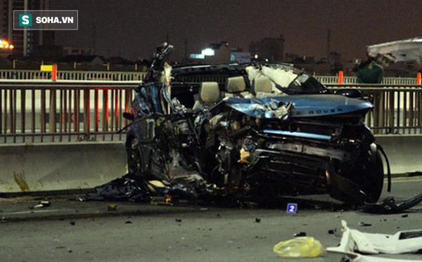 Tai nạn Range Rover lộn nhiều vòng trên cầu Sài Gòn, cô gái văng ra ngoài tử vong