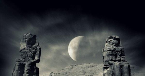 Bí ẩn nghìn năm âm thanh phát ra từ cặp tượng đá khổng lồ ở Ai Cập