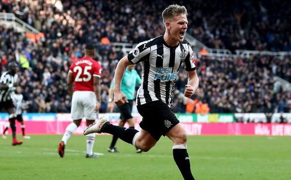 Mourinho bóng gió chỉ trích và lý giải quyết định thay Pogba ở trận M.U thua Newcastle 0-1