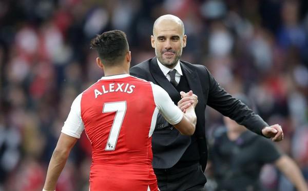 Pep Guardiola & Alexis Sanchez: 7 năm trời, hàng vạn dặm thoát khỏi bóng Messi