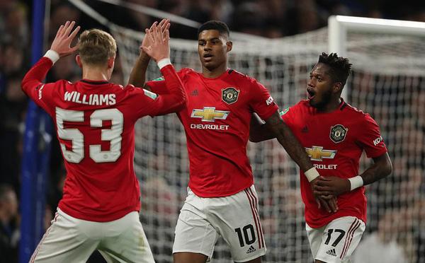 Rashford tái hiện siêu phẩm của Ronaldo, Man United khiến Chelsea thêm lần ngậm đắng