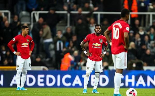 Thua mất mặt trước Newcastle, Man United tiến gần nhóm xuống hạng Premier League