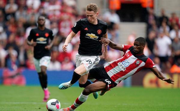 Sai lầm của Lindelof hóa ra chưa phải là điều duy nhất khiến Man United sảy chân