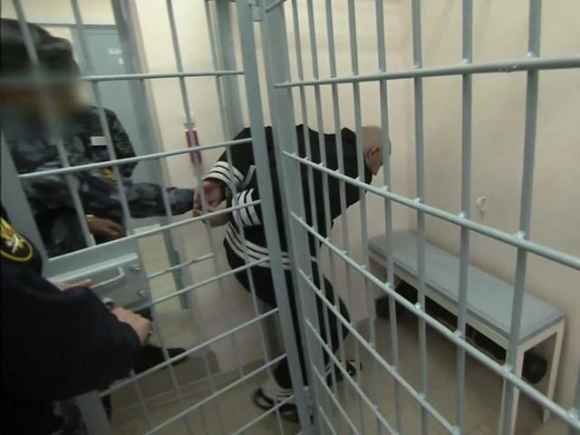 Các phòng giam có tới 3 lớp cửa an ninh.