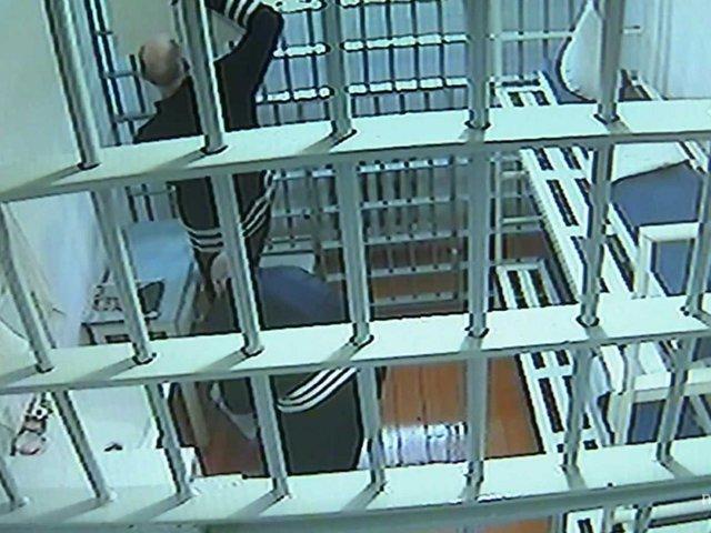 Các phạm nhân trong nhà tù Black Dolphin bị theo dõi bằng camera giám sát 24/24.