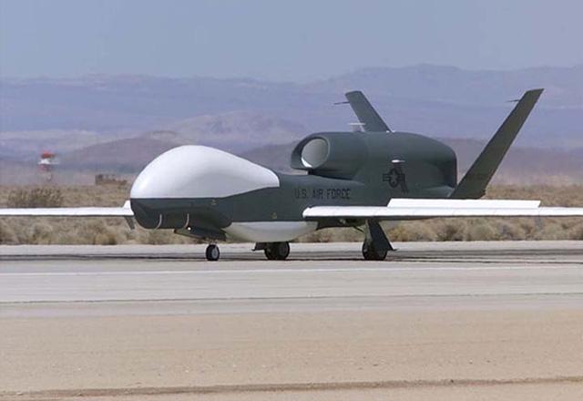 Nhật sẽ sớm trang bị máy bay không người lái Global Hawk