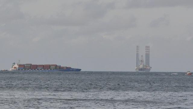Sau vụ tai nạn, tàu Heung- A Dragon đã bị nghiêng sang trái - Ảnh: Đông Hà