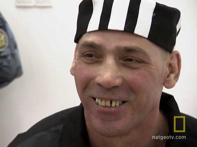 Nikolayev đã giết một người đàn ông trong khi đánh nhau và sau đó mang nạn nhận vào phòng tắm và chặt thành từng khúc.
