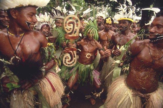 Rất nhiều bộ tộc tại Nam Mỹ duy trì tập tục này.