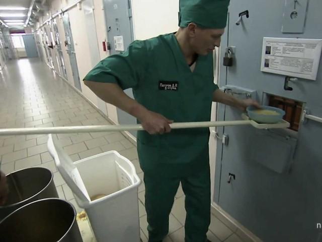 Không có phòng ăn trong nhà tù Black Dolphin.