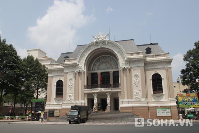 ...nhà hát...
