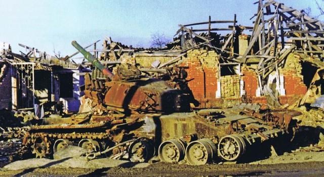 Xác một chiếc T-80 tại Grozny