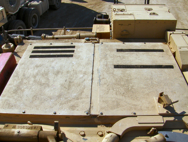 Cửa sập dùng để giải phóng sức nổ bên trên khoang chứa đạn của 1 chiếc Abram