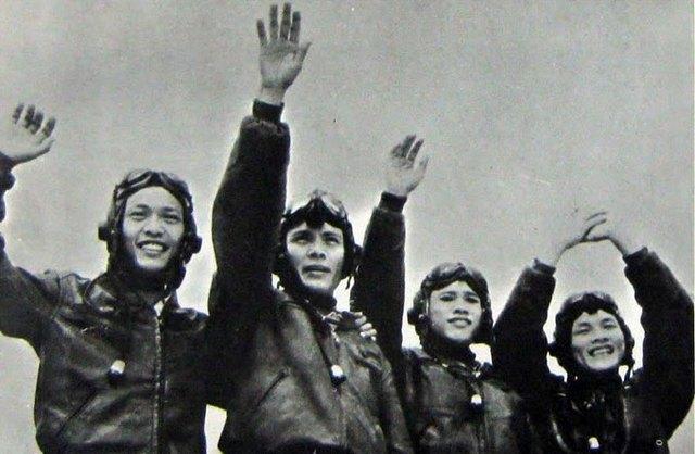 Đây là biên đội MiG-17 đã bắn rơi hai chiếc F-8 của Mỹ: Phạm Ngọc Lan, Phan Văn Túc, Hồ Văn Quỳ, Trần Minh Phương - Ảnh tư liệu