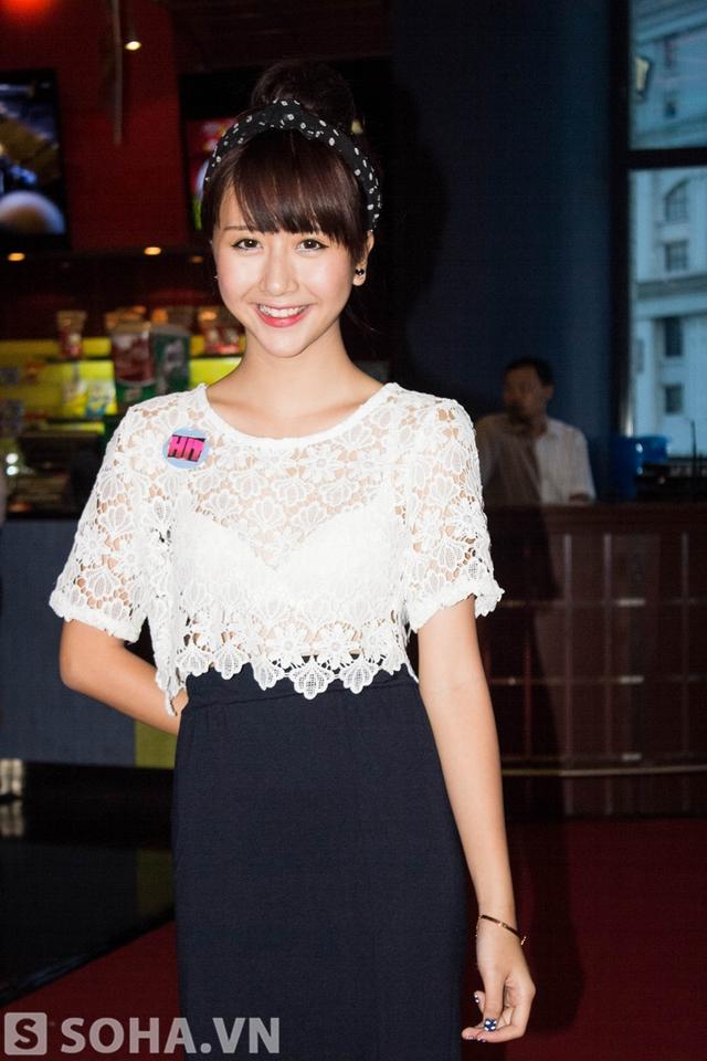 Hot girl Hà Nội vẫn rạng ngời dù đang vướng phải tin đồn độn cằm.