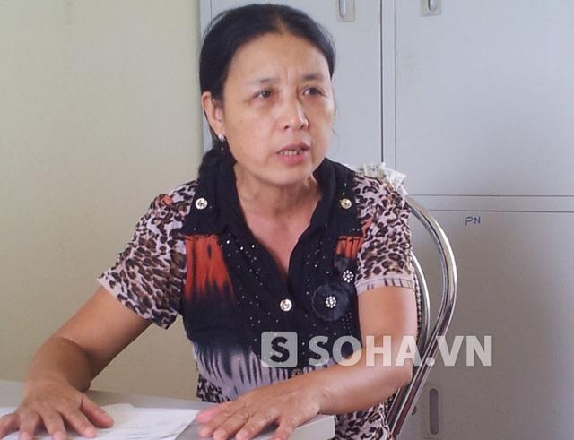 Bà Phạm Thị Lời, phó Chủ tịch Hội Liên hiệp Phụ nữ xã Vũ Chính trao đổi với PV