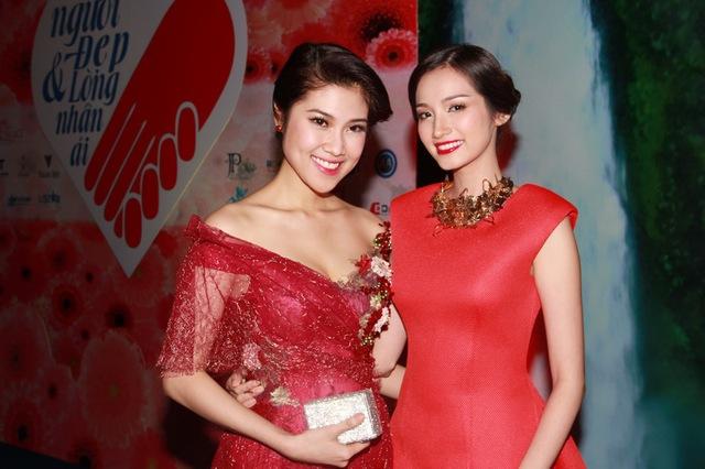 Người mẫu Thu Hằng trẻ trung bên Hoa hậu Trúc Diễm nổi bật không kém.