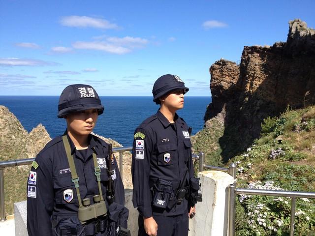 Lính Hàn Quốc tại Takeshima/Dokdo