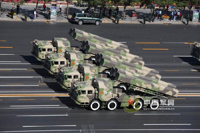 Xe chở tên lửa CJ-10 của Trung Quốc trong cuộc duyệt binh năm 2009
