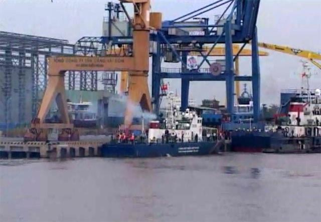 Ba chiếc tàu tại cảng trong buổi Lễ bàn giao