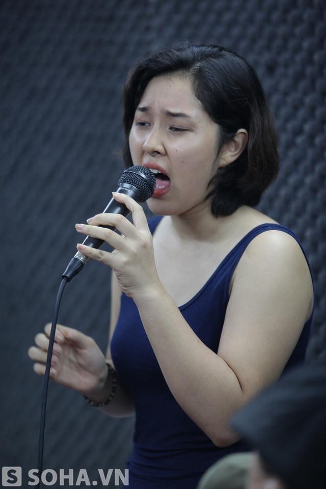 Thế mạnh của cô gái trẻ chính là thể loại pop ballad.