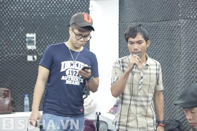 Đây là lần đầu tiên, quán quân Vietnam Idol 2012 đứng chung sân khấu với người từng cho anh là kẻ kéo cả thế hệ Việt Nam đi xuống.