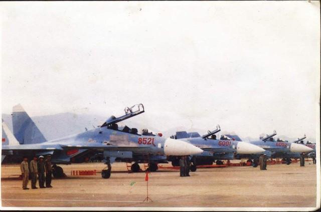 Đội hình tiêm kích Su-27 của Không quân Nhân dân Việt Nam