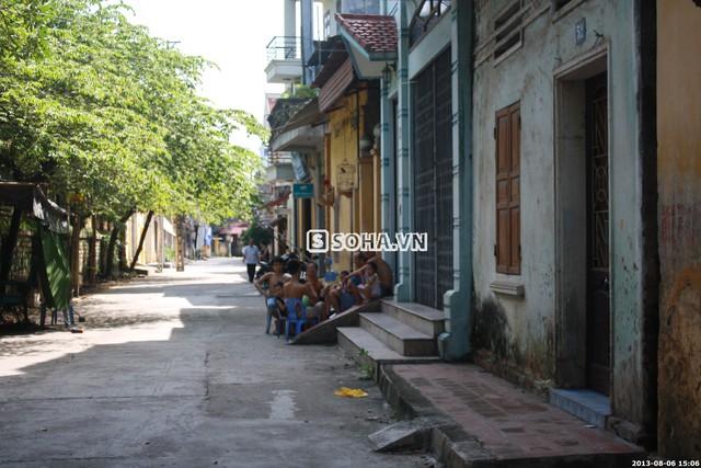 Góc phố nhỏ gần căn nhà của Tùng Lâm, mọi người vẫn đang bàn tán xôn xao về ngôi nhà trong Sài Gòn của anh.