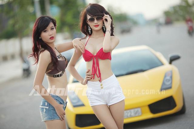 Đôi siêu mẫu ngực khủng gợi cảm bên Lamborghini  12