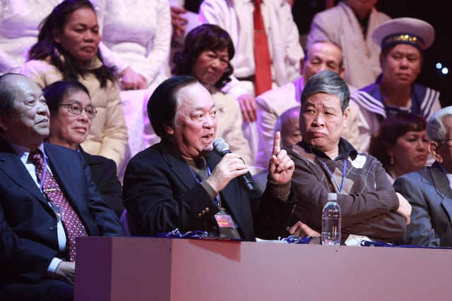 Hội đồng bình luận nêu quan điểm về 1 ca khúc được phối khí theo phong cách hiện đại.