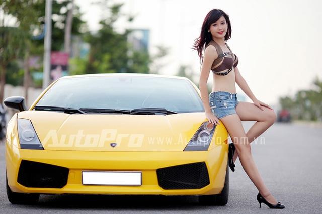 Đôi siêu mẫu ngực khủng gợi cảm bên Lamborghini  13