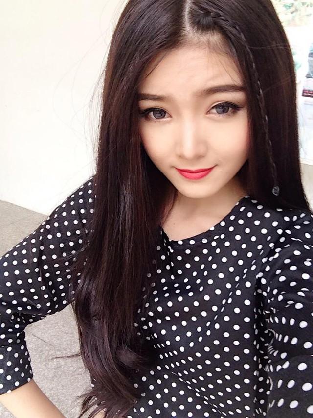 Lily Luta thường xuyên đeo kính áp tròng
