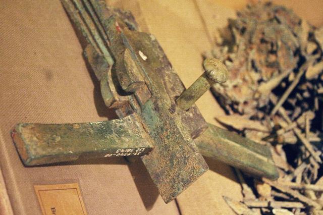 Lẫy nỏ được khai quật từ thành Cổ Loa