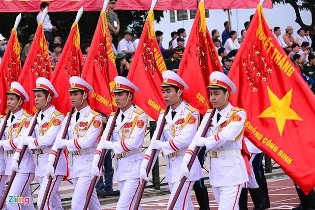 Khối quân kỳ tham gia diễu binh