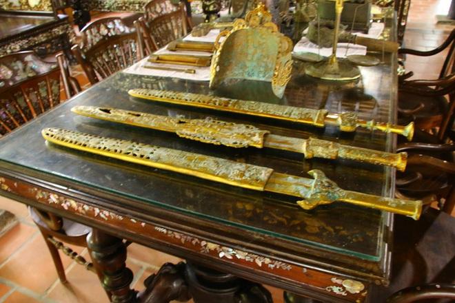 Kho báu hàng trăm món đồ cổ trị giá hàng chục tỷ đồng ở Đồng Tháp - Ảnh 3.