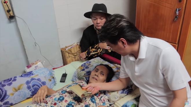 Nghệ sĩ Hoàng Lan liệt giường, sắp bị đuổi khỏi nhà, Đàm Vĩnh Hưng tới tặng tiền - Ảnh 3.