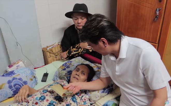 Nghệ sĩ Hoàng Lan liệt giường, sắp bị đuổi khỏi nhà, Đàm Vĩnh Hưng tới tặng tiền